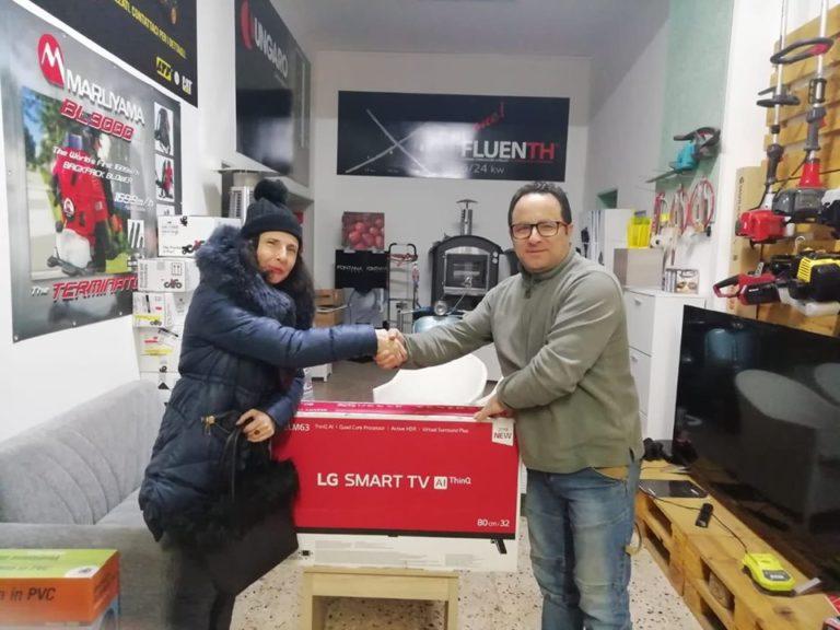 Consegnato ufficialmente il primo premio, una Smart TV 32″ LG offerta da Agrifer!